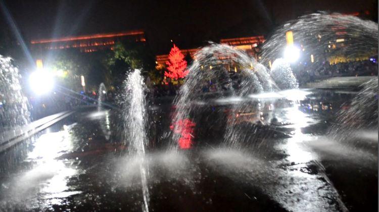 Tang Paradise Water Show = big Goose Pagoda Fountain show