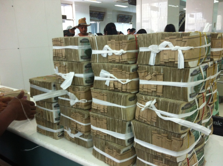 Kyats piled up 1000 = 1 US dollar